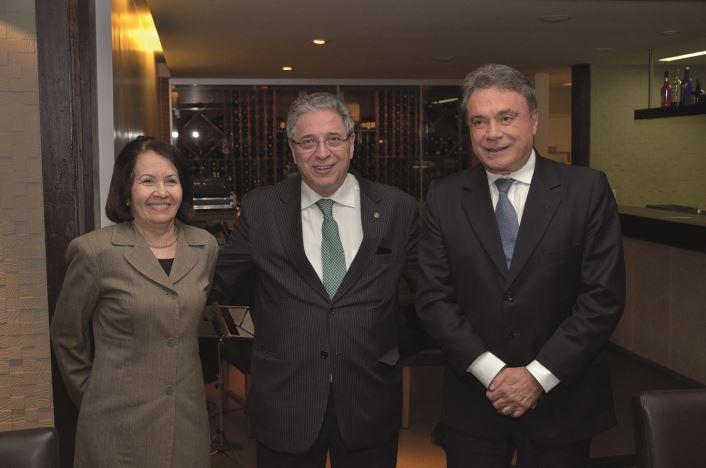 Tabelião e cartola, Rogério Bacellar ganha homenagem em Brasília