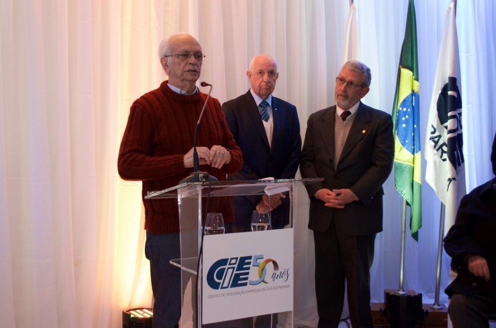 CIEE/PR lança livro comemorativo de seu cinquentenário