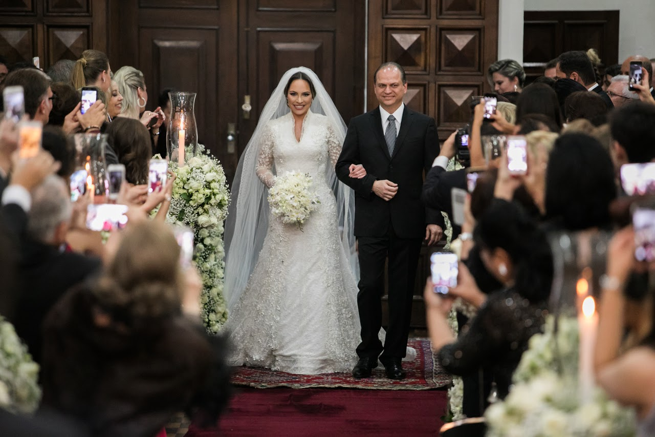 Confira imagens exclusivas do casamento de Maria Victoria