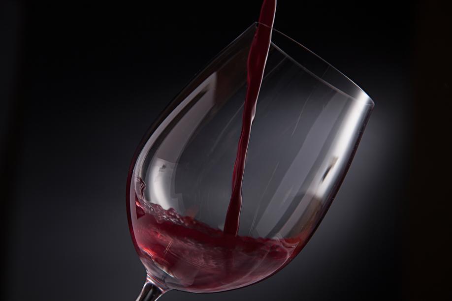 Ex-sommelier de restaurantes estrelados de Curitiba dá golpes em apreciadores de vinhos