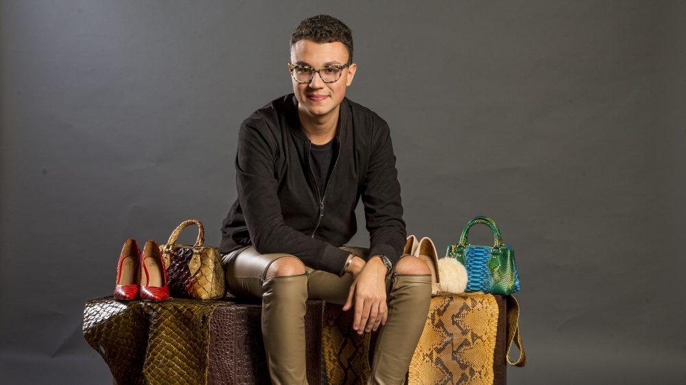 Estilista gaúcho apresenta sua coleção de verão de sapatos e bolsas de couros exóticos na Bazaar Fashion