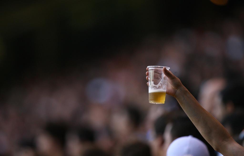 Conselho antidrogas pede a Beto Richa que vete venda de cerveja nos estádios do Paraná