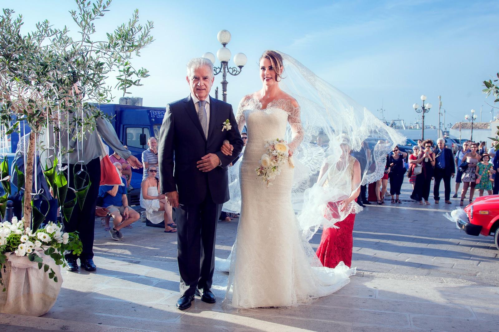 Casamento à la italiana: deputada Renata Bueno se casa em Lecce