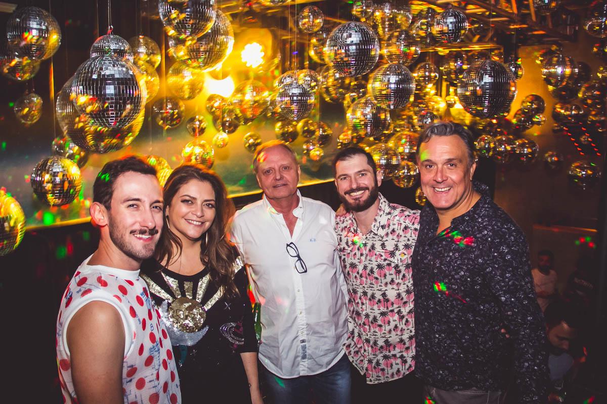 Balada alternativa de Curitiba reinaugura com nova pista de dança, com festa lotada