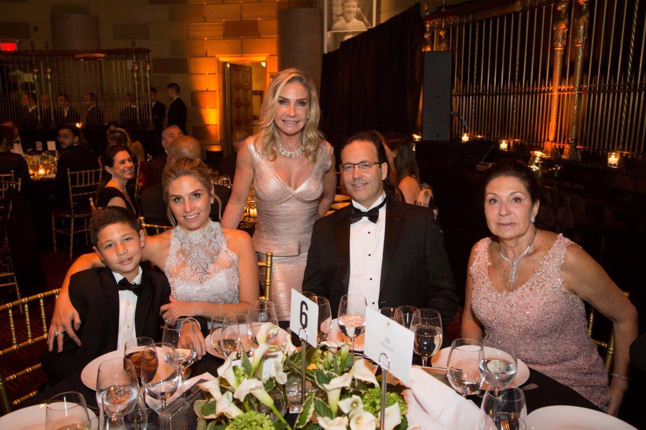 Jantar de gala do Hospital Pequeno Príncipe movimenta o jet set de Nova York