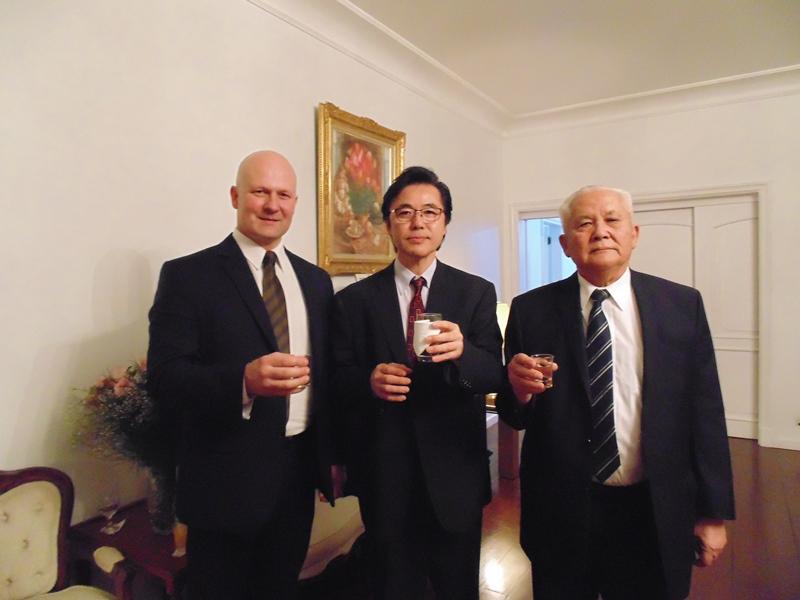 Cônsul geral do Japão oferece jantar a ex-bolsistas