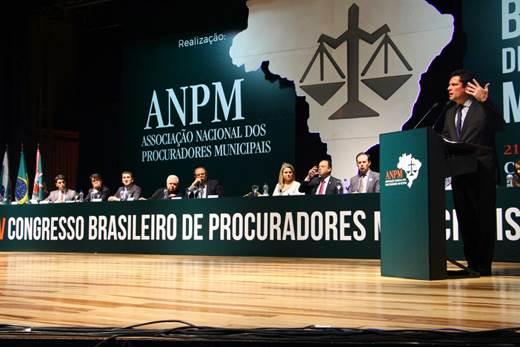 Aplausos a Moro superaram vaias em congresso de procuradores