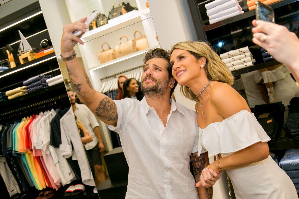 Bruno Gagliasso e Giovanna Ewbank fazem passagem meteórica e barulhenta por Curitiba
