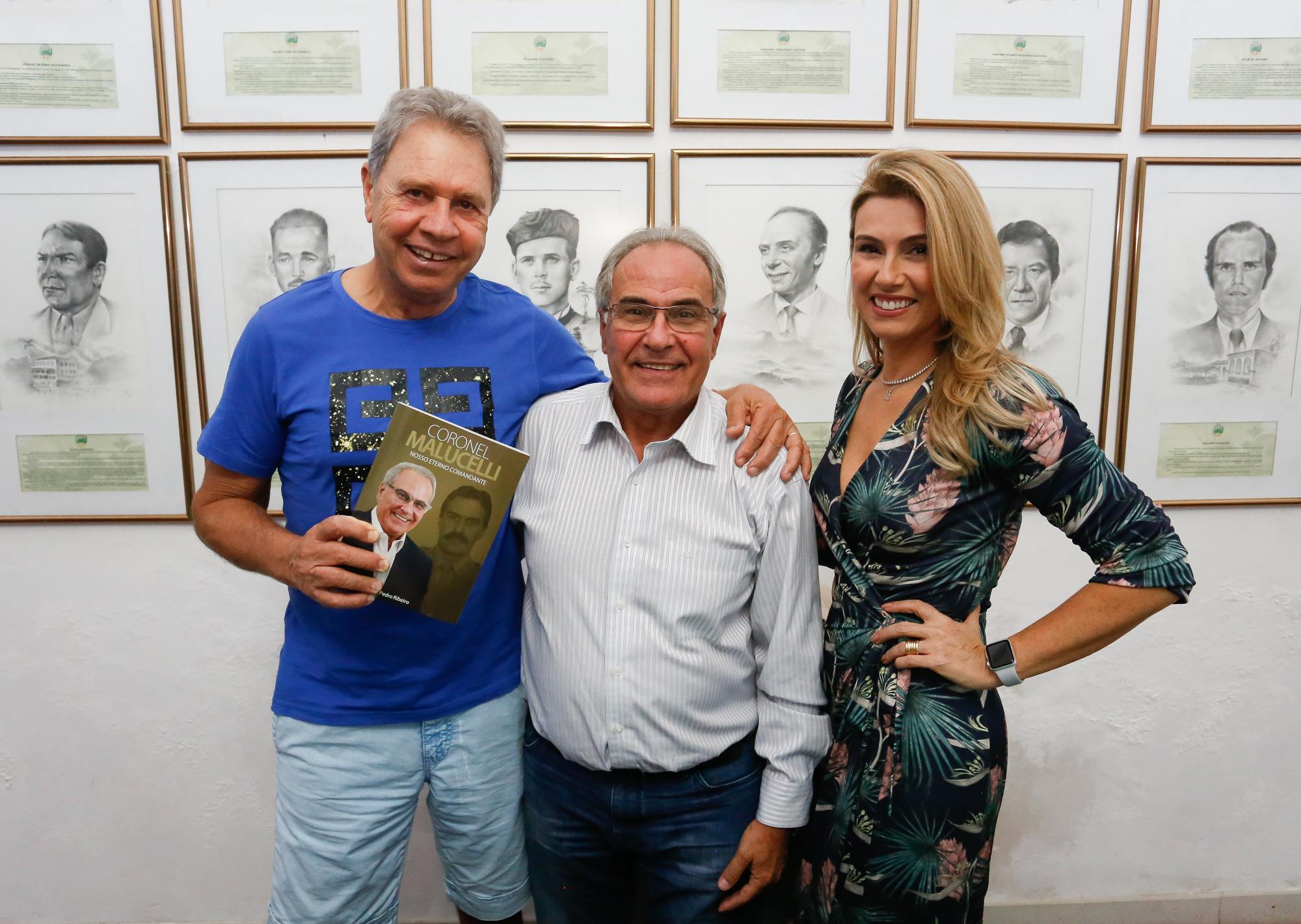 Coronel Malucelli lança livro autobiográfico