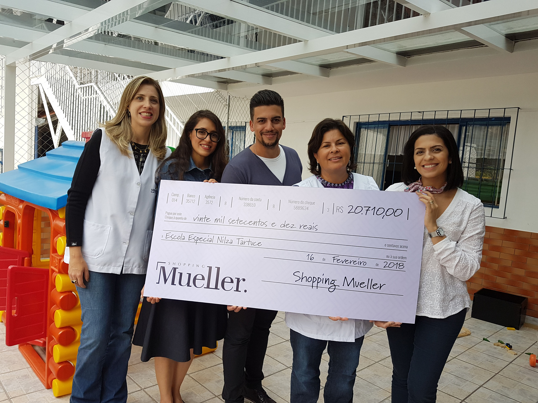 Shopping doa toda a renda de ação de Natal à escola especial de Curitiba