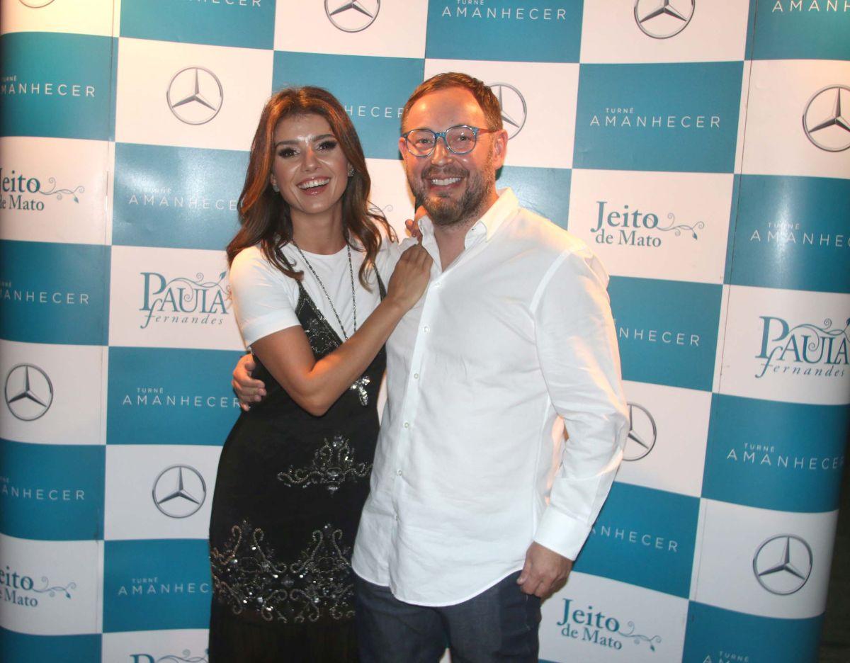 Paula Fernandes canta no Guairão com namorado paranaense na plateia