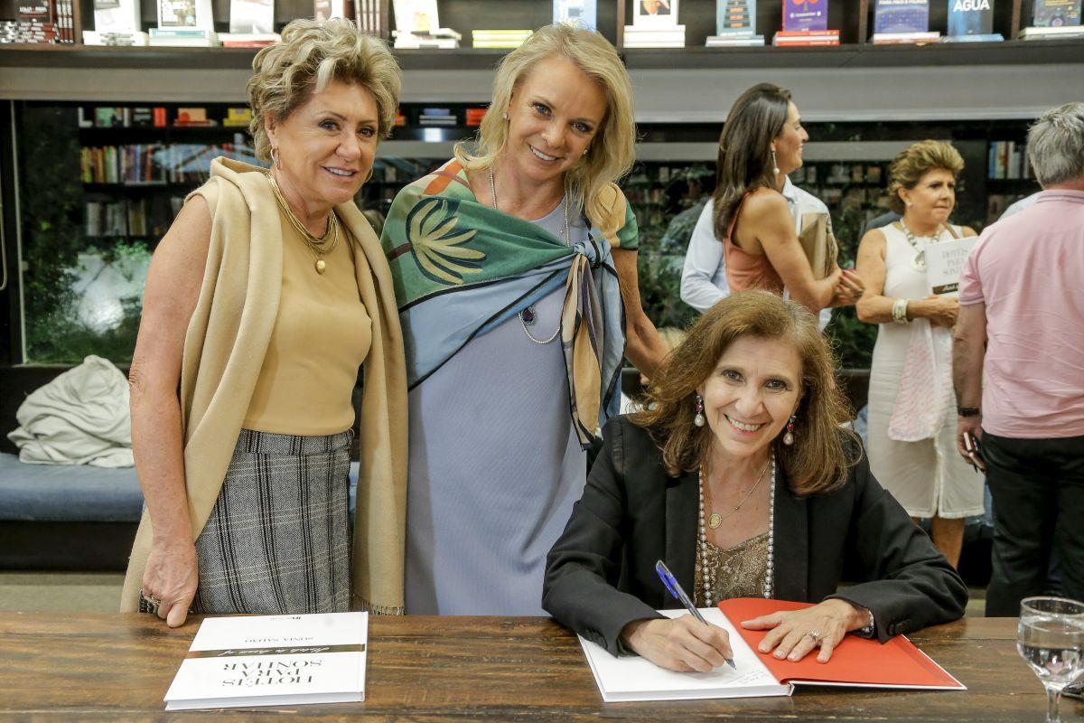 Sonia Sahão lança livro Hotéis para Sonhar em Curitiba