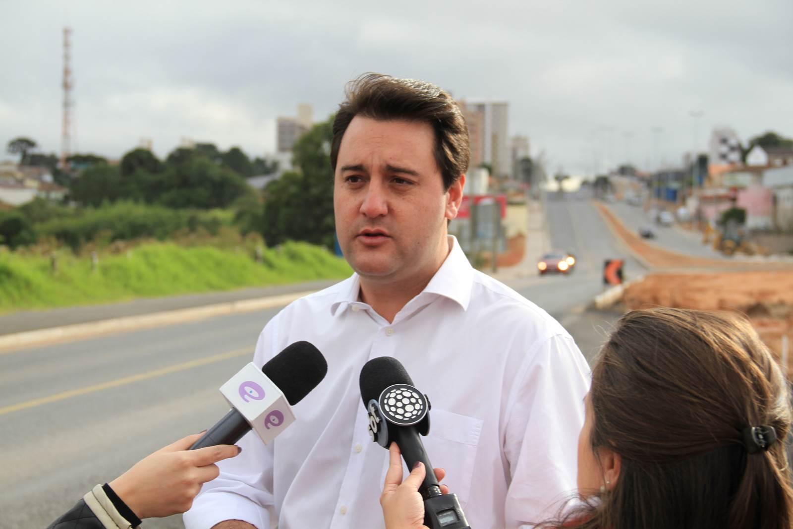 Ratinho Jr. asfalta ruas em todo o estado e pavimenta candidatura ao governo em 2018