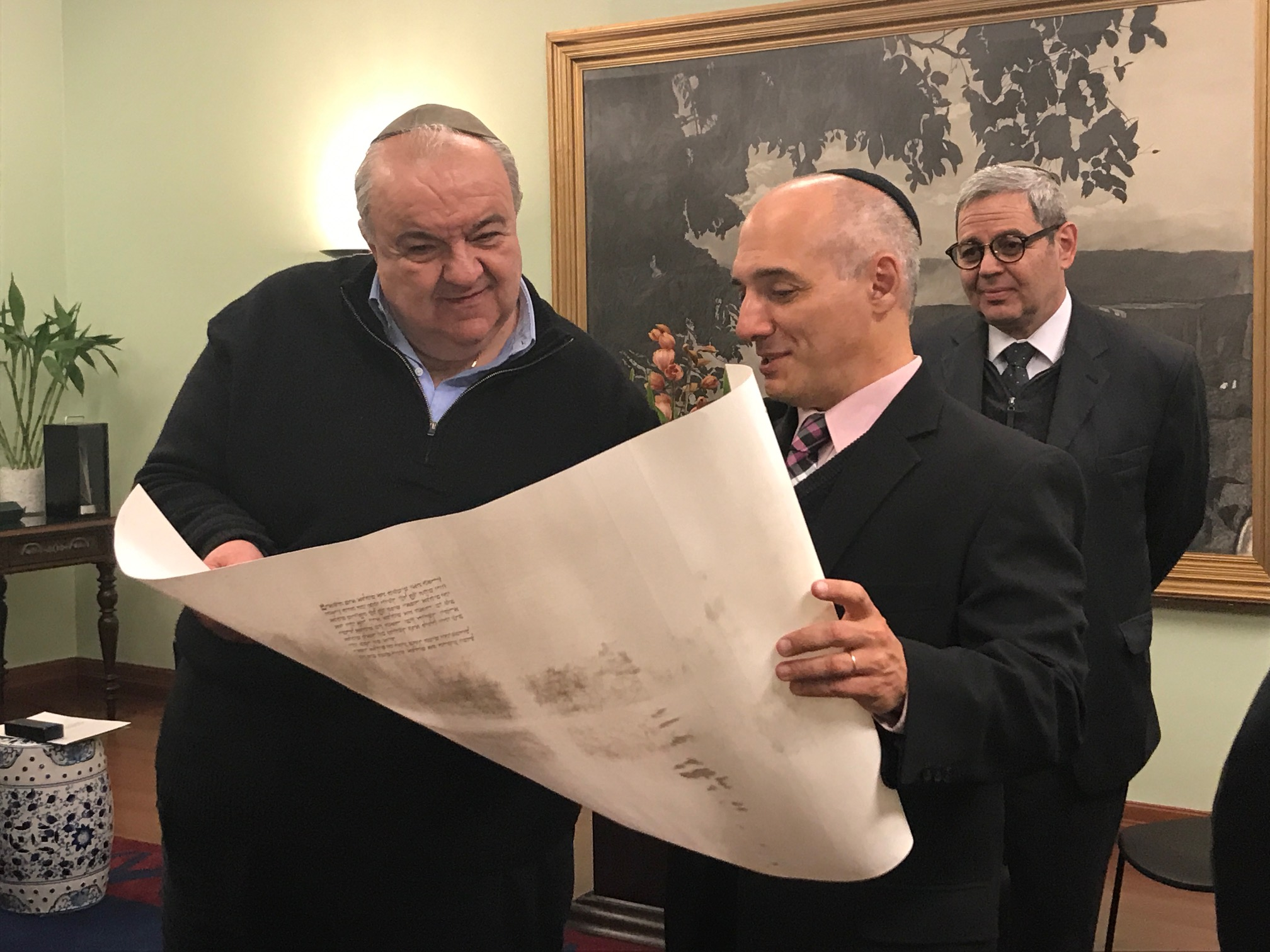 Comunidade judaica apresenta projeto Sefer Torá a políticos
