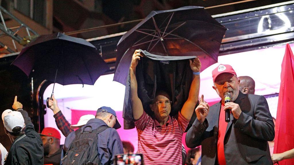 Ofendidos com ovada em SC, Lula e Gleisi não protestaram contra ovos atirados em Maria Victória