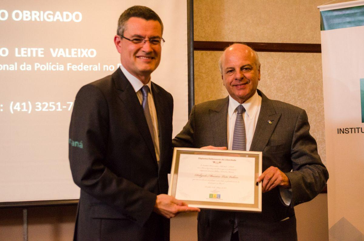 Superintendente da PF no Paraná é homenageado pelo Instituto Democracia e Liberdade