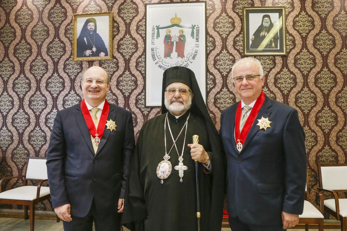 Arcebispo da Igreja Ortodoxa entrega comenda patriarcal a ex-reitor da UFPR