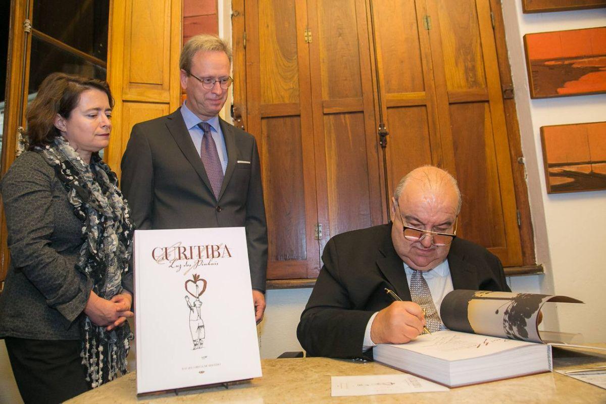 Rafael Greca lança segunda edição de Curitiba – Luz dos Pinhais