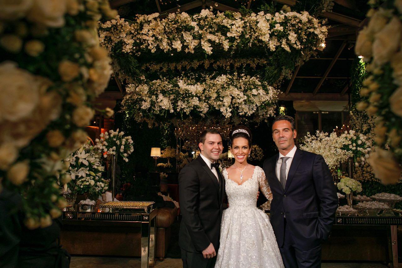 Casamento de luxo no Castelo Batel traz revoada de jatinhos a Curitiba