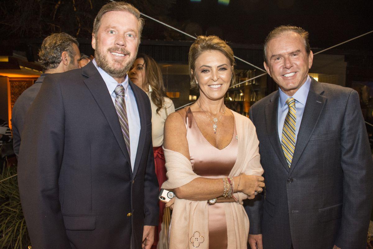 Os diretores do Centro Europeu, José Ost e Carlos Sandrini, com Fernanda Richa. Foto: Nay Klyn / Gazeta do Povo.