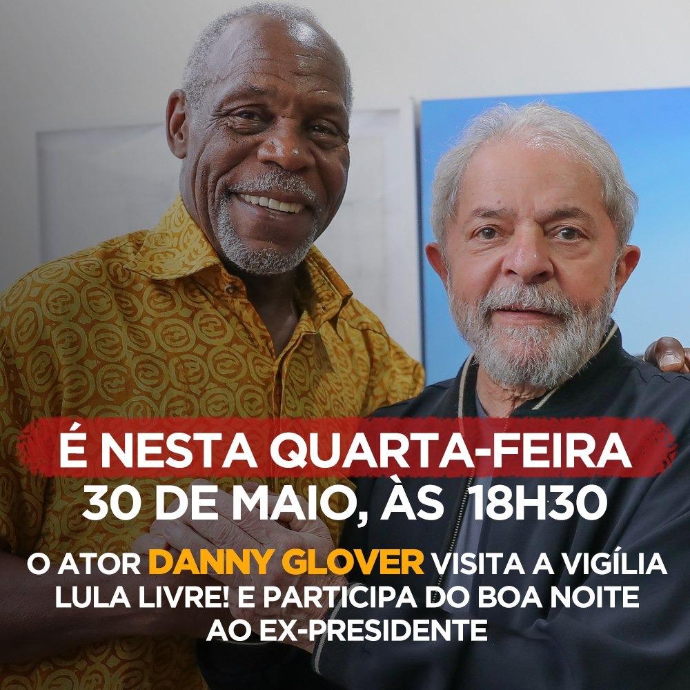 Ator americano visita acampamento pró-Lula em Curitiba