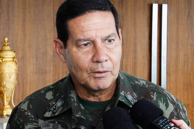 Palestra de general que defende intervenção militar no Brasil tem lotação esgotada em Curitiba