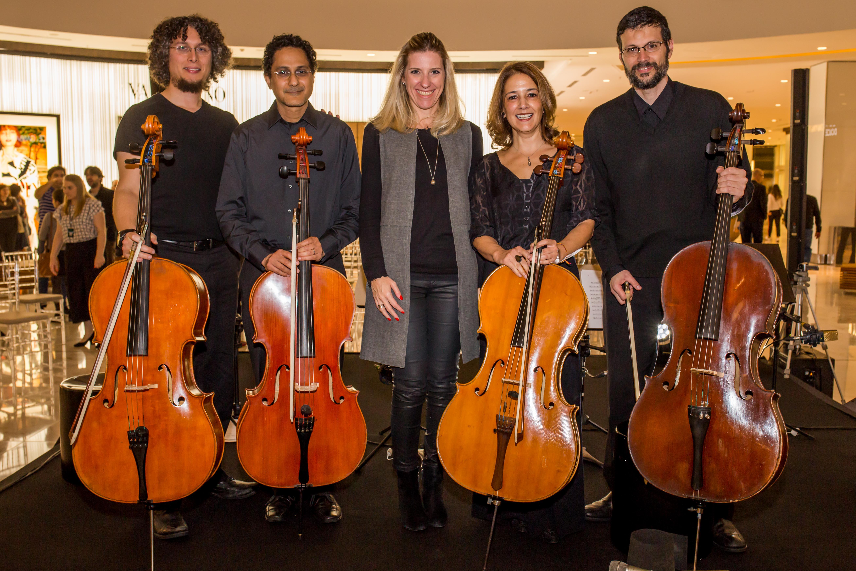 De Beatles a Bob Marley, apresentação de violoncelistas leva plateia ao delírio em shopping