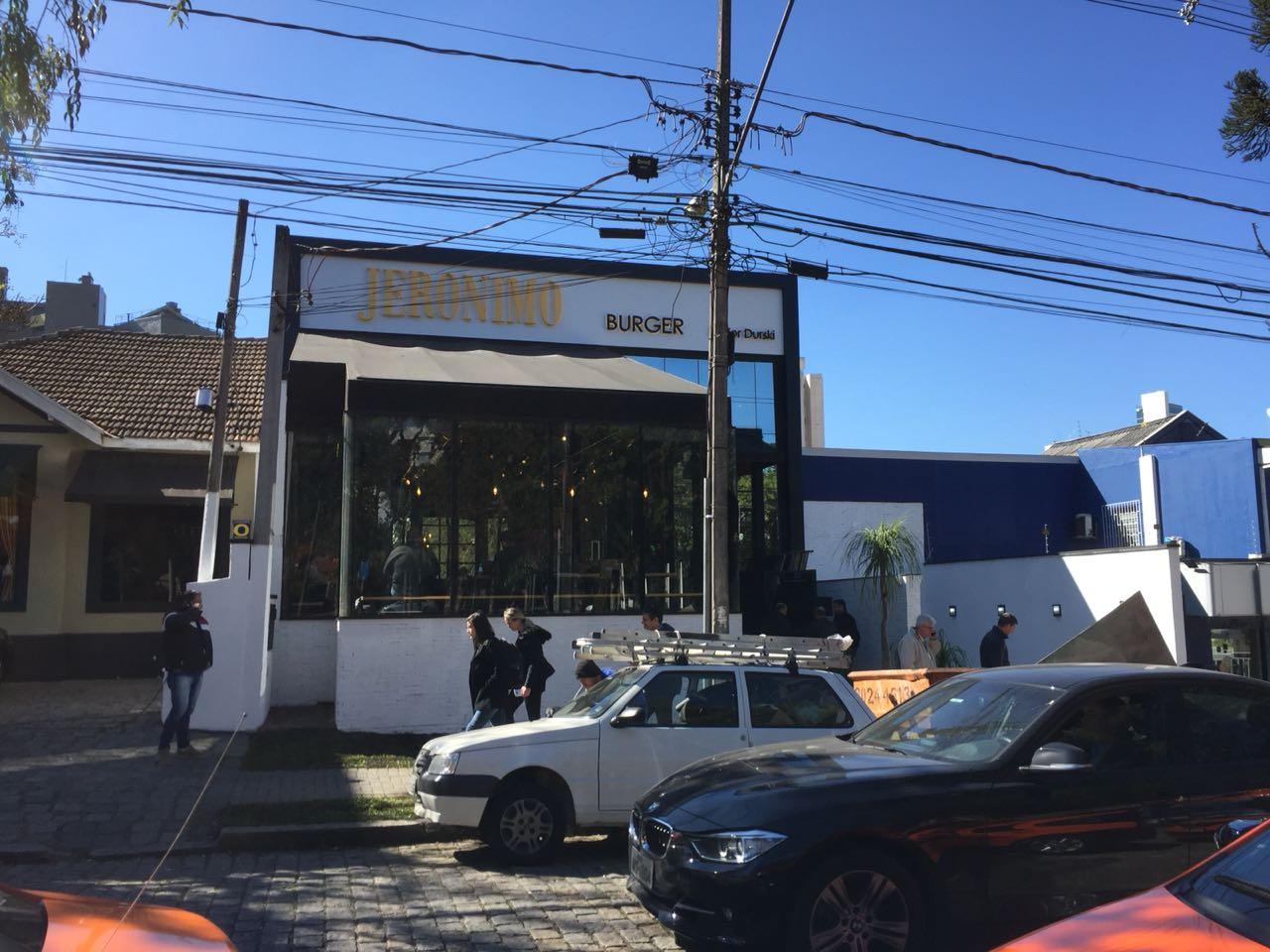 Junior Durski inaugura terceiro Jeronimo de Curitiba com ação em prol do Erastinho