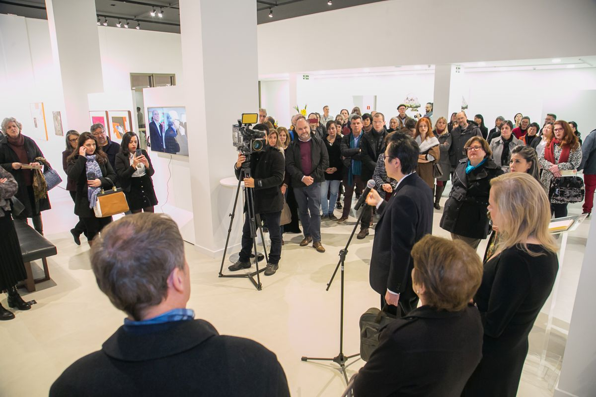 O cônsul Hajime Kimura discursou durante a cerimônia de reabertura da galeria.
