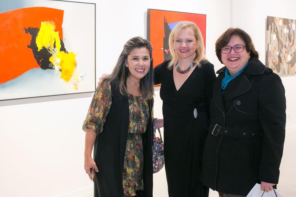 Zuleika com as curadoras Ely Iutaka (à esq.) e Rosemeire Odahara Graça.