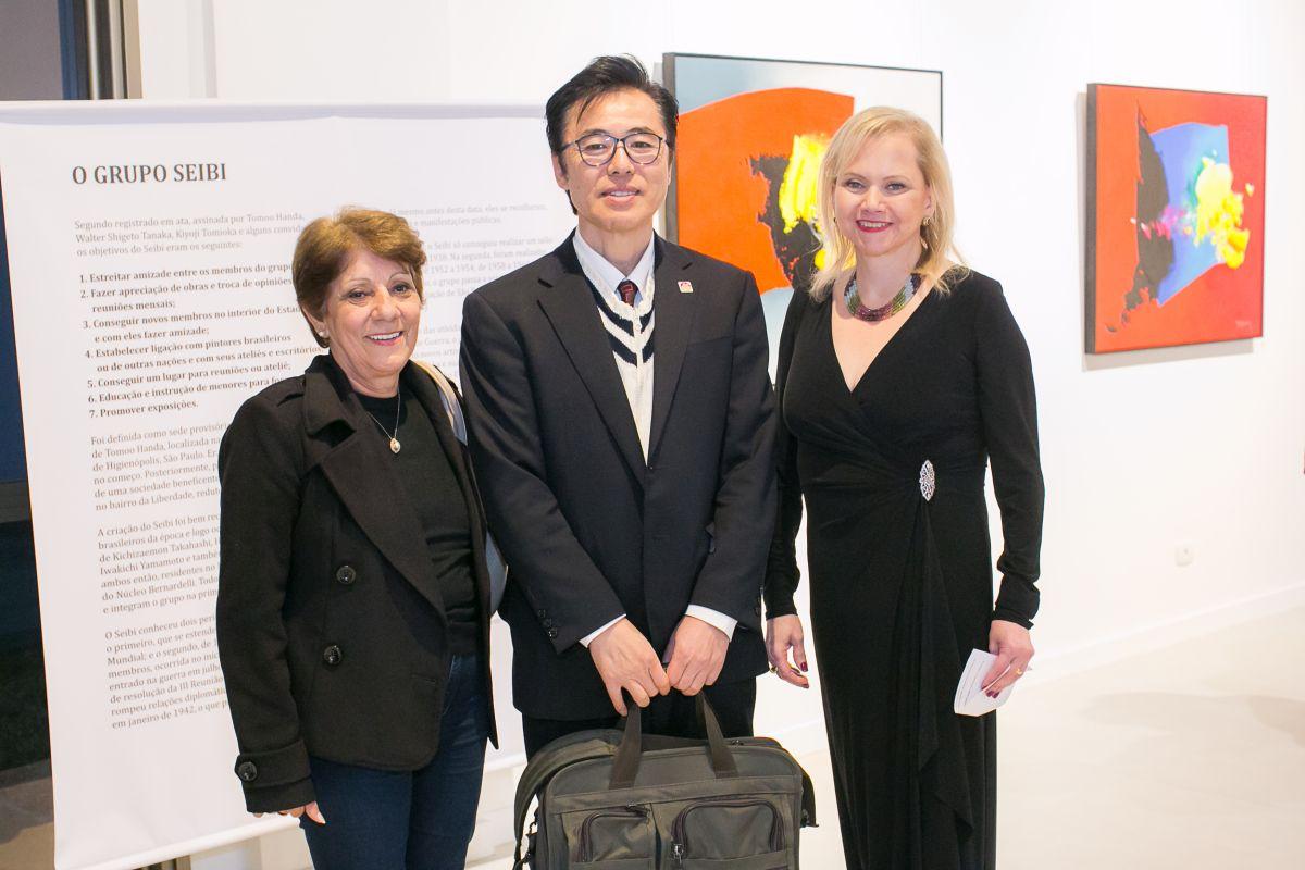 A secretária da Educação do estado, Lucia Cortez Martins, o cônsul-geral do Japão em Curitiba, Hajime Kimura, e Zuleika Bisacchi.