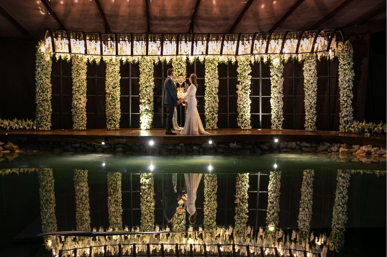 Renovação luxuosa de votos de casamento movimenta chácara próxima a Curitiba