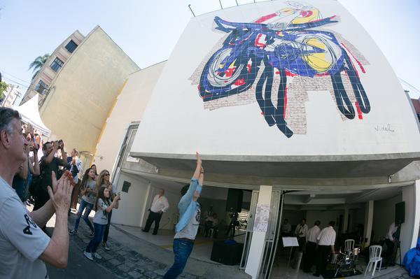 Mural sobre mobilidade urbana é inaugurado com festa