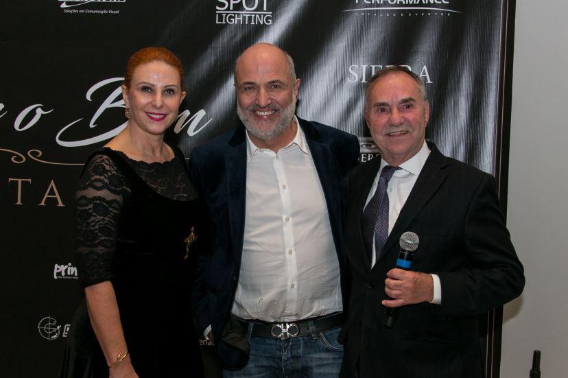 : A empresária Denise Remor, o arquiteto Jayme Bernardo (ao centro) e o leiloeiro Plínio Barroso de Castro Filho. Foto: Naideron Jr