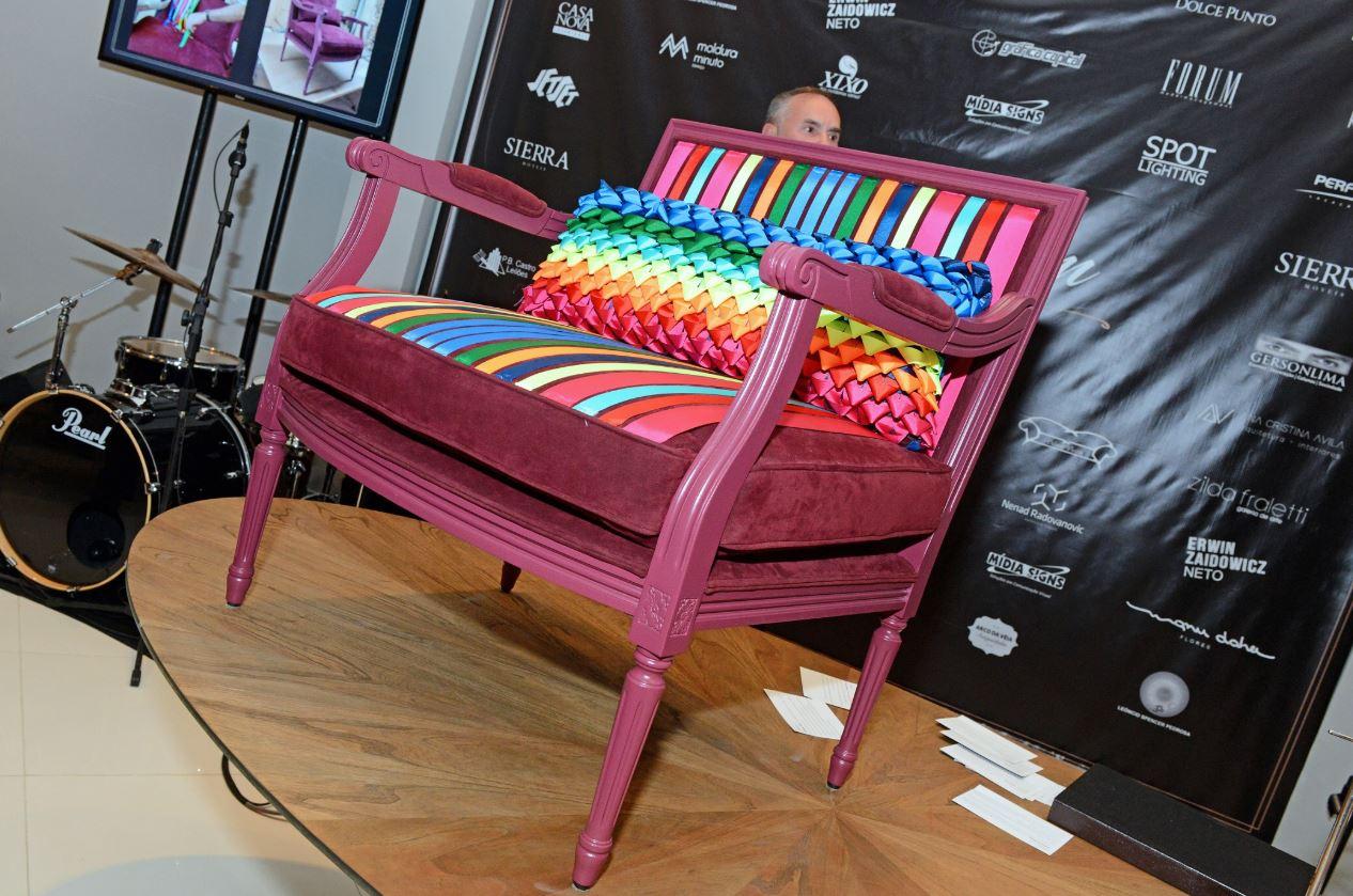 A poltrona criada pelo arquiteto Jayme Bernardo para a empresária Denise Remor.