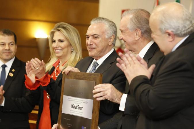 Temer recebe homenagem de empresários em Curitiba