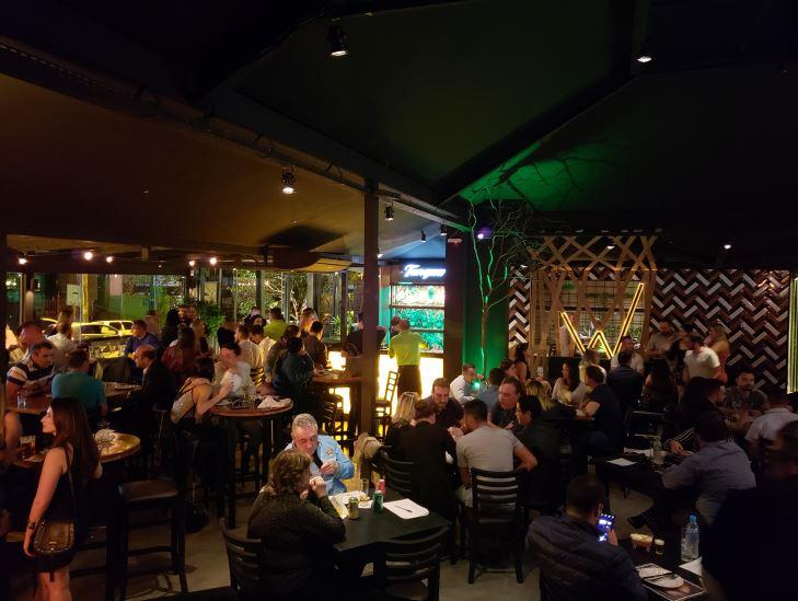 Alto da XV ganha nova atração noturna, o Wit Bar, com direito a pista de dança