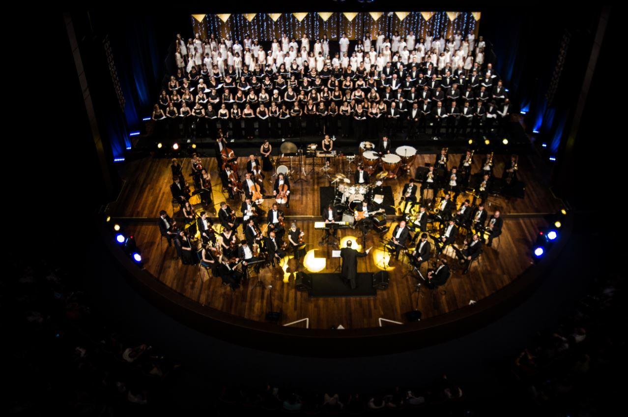Concerto de Natal do Teatro Positivo terá repertório de músicas clássicas com regência de Norton Morozowicz