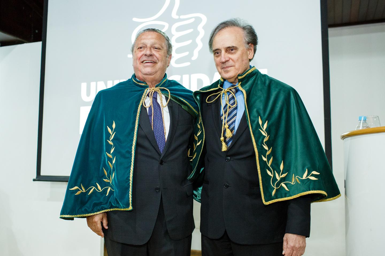 O novo acadêmico com o jornalista e escritor Carneiro Neto.