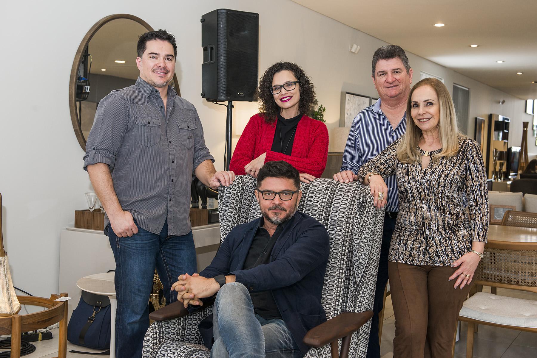 O empresário Luciano Elias, a editora de Haus, da Gazeta do Povo,  Daliane Nogueira, Paulo Alves e os empresários Wilson Elias e Sonia Elias.