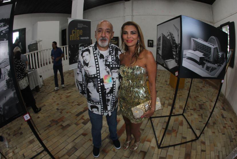 O videomaker Tiomkim e sua amiga Mônica Gulin.