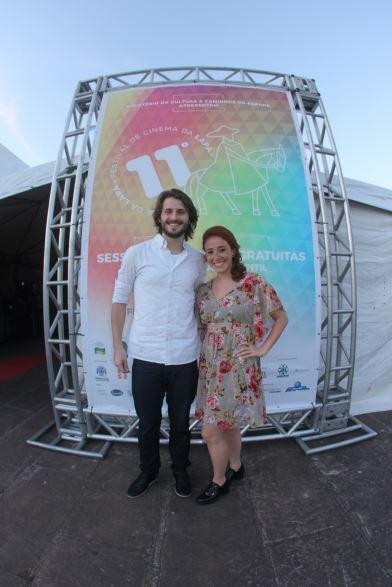 Os atores Gustavo Piaskoski e Nathalia Garcia, mestres-de cerimônia da 11ª edição do Festival de Cinema da Lapa.