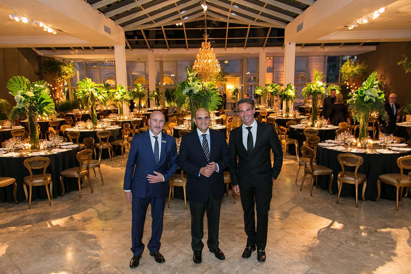 Nelson Marinelli, Silvestre Segarra e o designer de interiores Marcos Soares (à dir.), que assinou a decoração da festa.