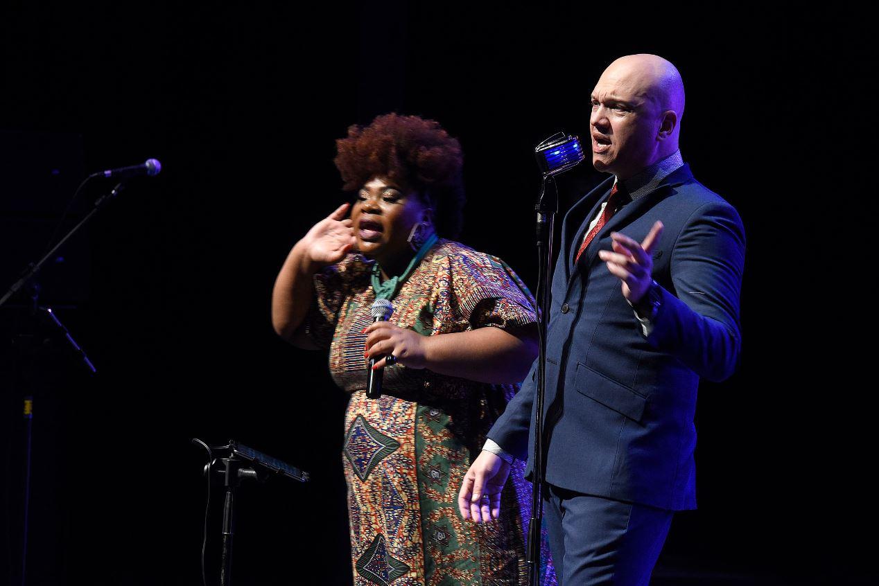 A cantora Michelle Mara e o líder da Soulution Orchestra, Zé Rodrigo.