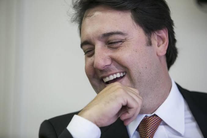 Ratinho Jr. faz pausa na política para festejar 15 anos de sua filha