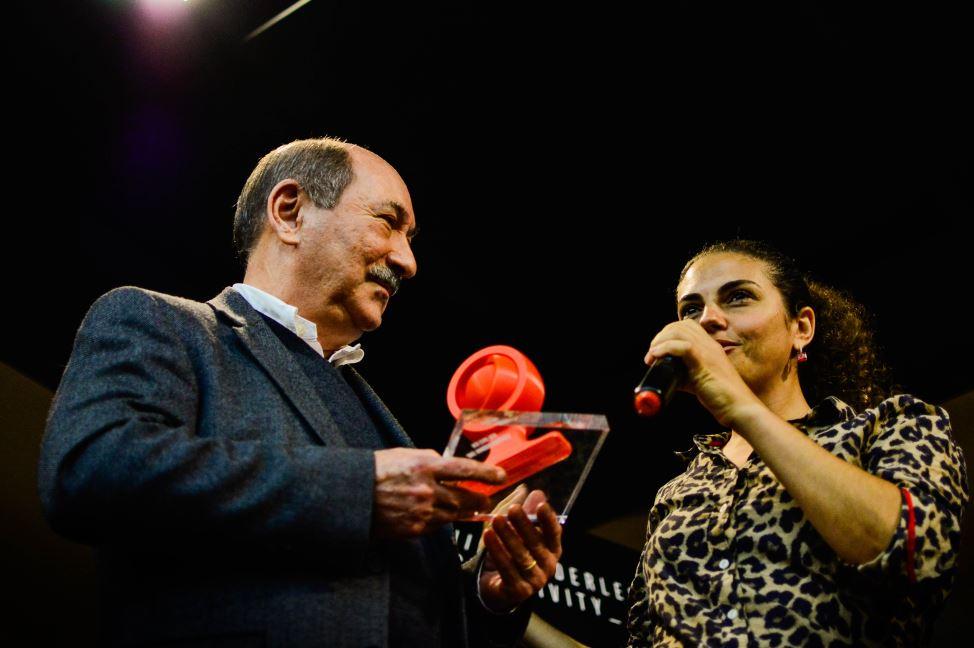 Publicitário J.D. Rodrigues recebe troféu Red Star