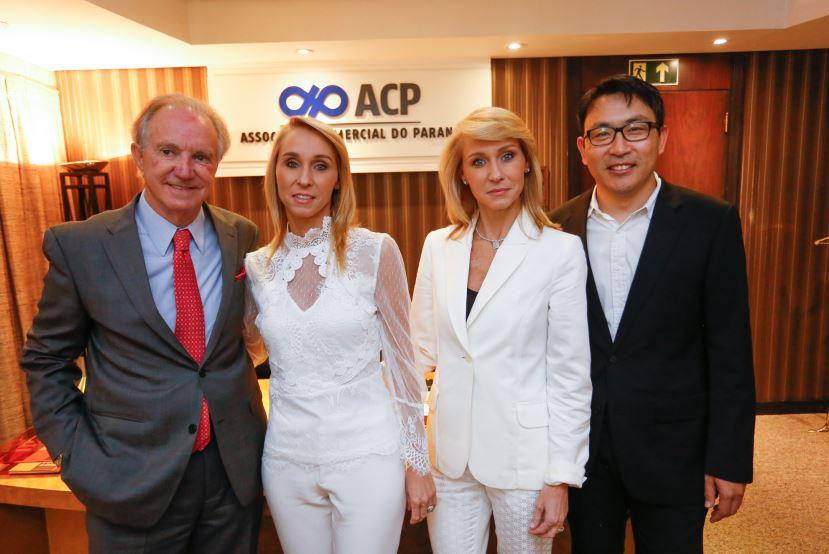 O presidente da Associação Comercial do Paraná, Gláucio Geara, Sabrina Muggiati, Rafaela Muggiati Kaesemodel e o doutor em genética e biologia molecular e Diretor do Instituto Lico Kaesemodel, Roberto Herai.