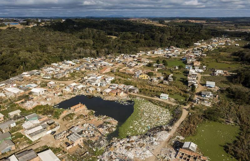 Bairro curitibano que Luciano Huck comparou ao Haiti terá ação de Natal bancada pelo Grupo Madero
