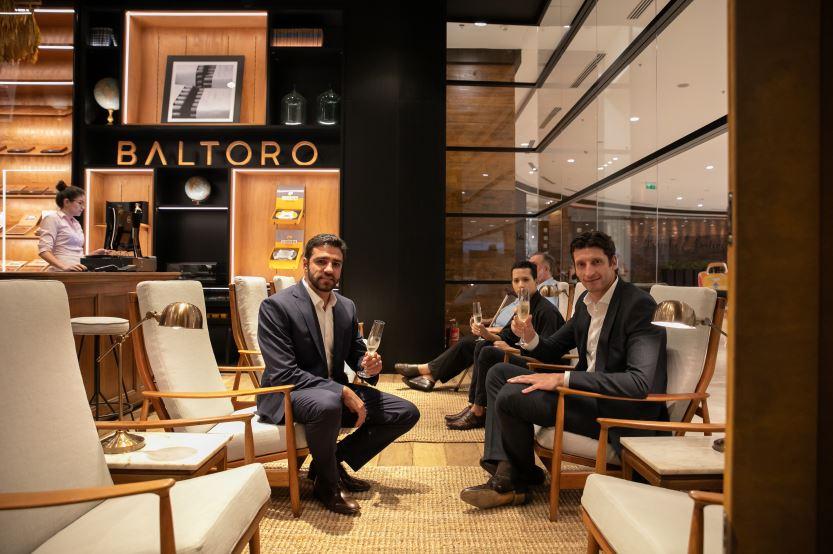 O diretor comercial do Baltoro Group, Roberto Minuzzi (à dir.), ex-jogador da seleção brasileira de vôlei, e o advogado Victor Hugo Marangoni.