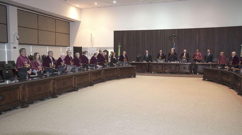Sessão solene pelos 20 anos da Academia Paranaense de Letras Jurídicas.